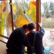 Landesk. Gemeinschaft Hohenstein-Ernstthal 2003 - Umbau und Neubau: Die Bleiverglasung wird eingebaut und der Innenausbau schreitet voran.